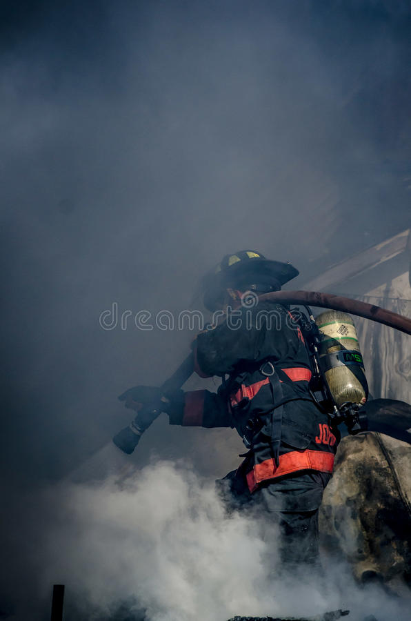 Avfyra kämpen arkivbilder
