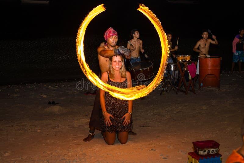 Avfyra showfestivalen på stranden, Filippinerna royaltyfri foto