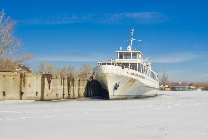 avgådd flodvinter för fartyg nöje fotografering för bildbyråer