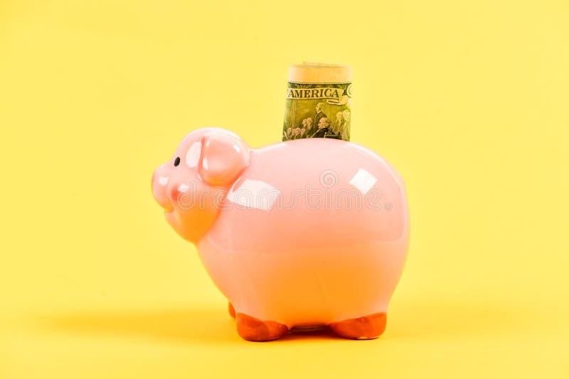 Avg?ng Familjbudget Framgång i finans och kommers f? rikt inkomst piggy s?ttande sparande f?r grupppengar Aff?rsstart arkivbild