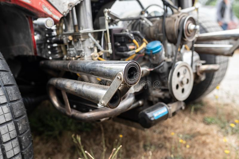 Avgasrörrör av bilen arkivfoton