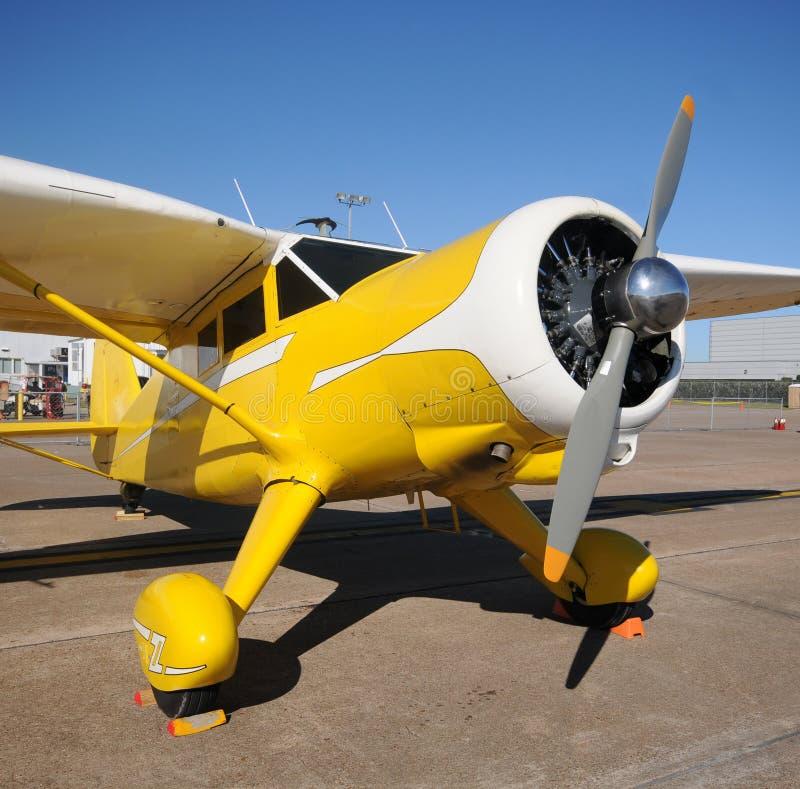 Avião amarelo fotografia de stock royalty free