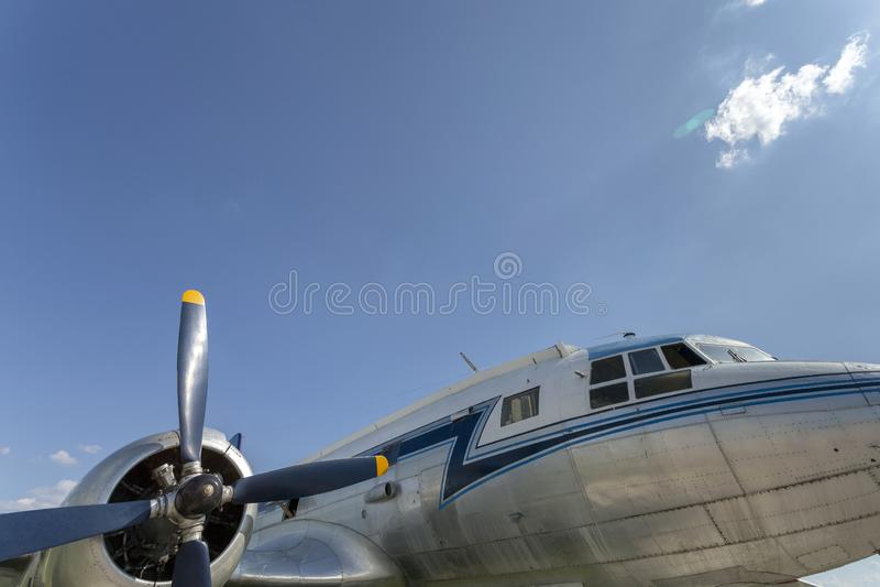 Avião bimotor soviético velho fotos de stock royalty free