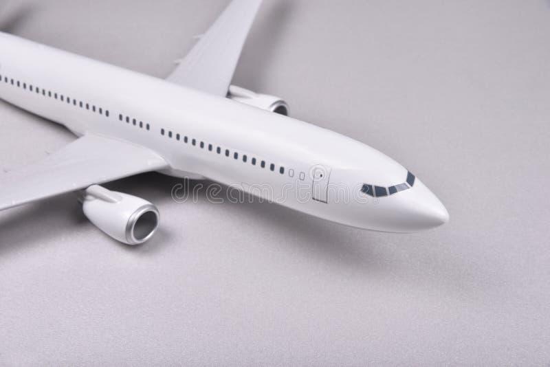 Avião branco do passageiro imagens de stock royalty free