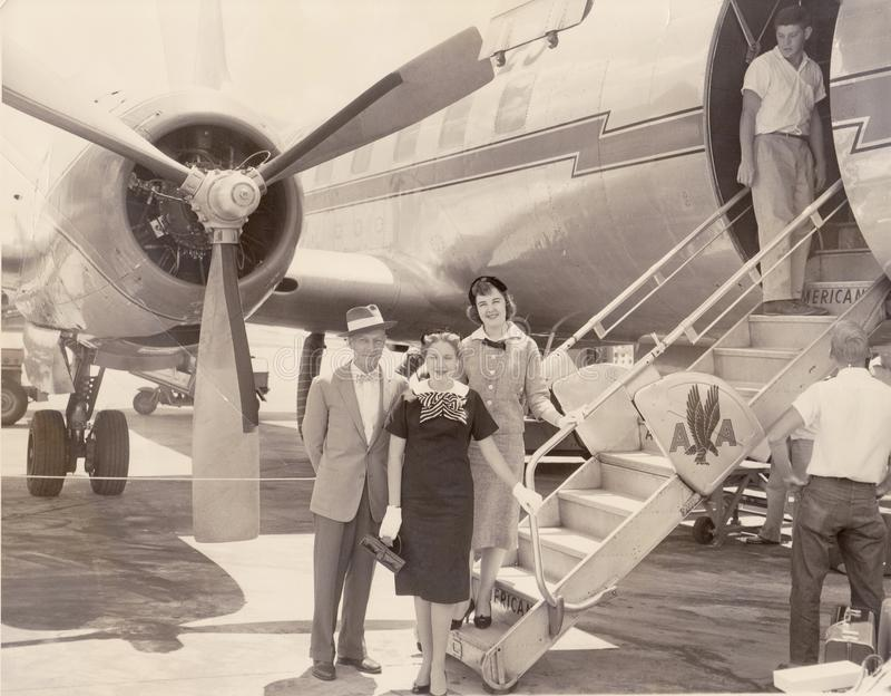 Avião de American Airlines do vintage na aterrissagem imagem de stock royalty free