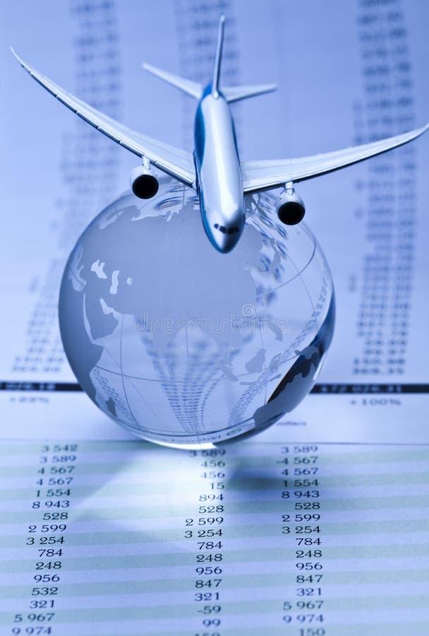 Avião de passageiros com um globo fotos de stock royalty free