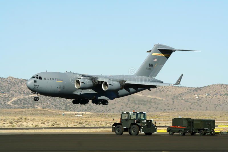 Avião de transporte militar americano fotografia de stock