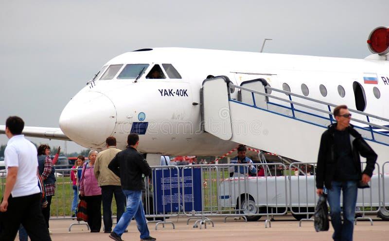 Avião de YAK-40K no salão de beleza aeroespacial internacional MAKS-2013 imagens de stock royalty free