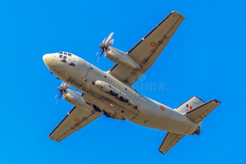 Avião militar grande para o equipamento de transporte, fazendo o demonstrati fotos de stock