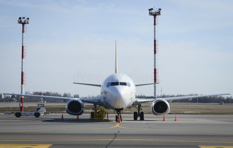 Avião no alcatrão imagem de stock