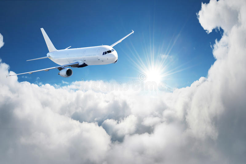 Avião no céu - avião de passageiros/avião do passageiro fotografia de stock
