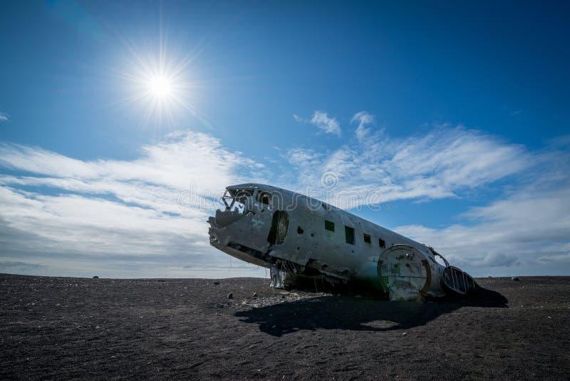 Avión abandonado de DC 3 en Islandia imagen de archivo