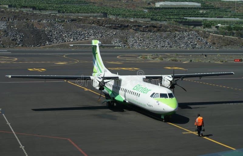 Avión de Binter en el La Palma foto de archivo libre de regalías