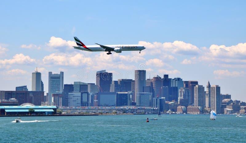 Avión de las líneas aéreas de los emiratos foto de archivo
