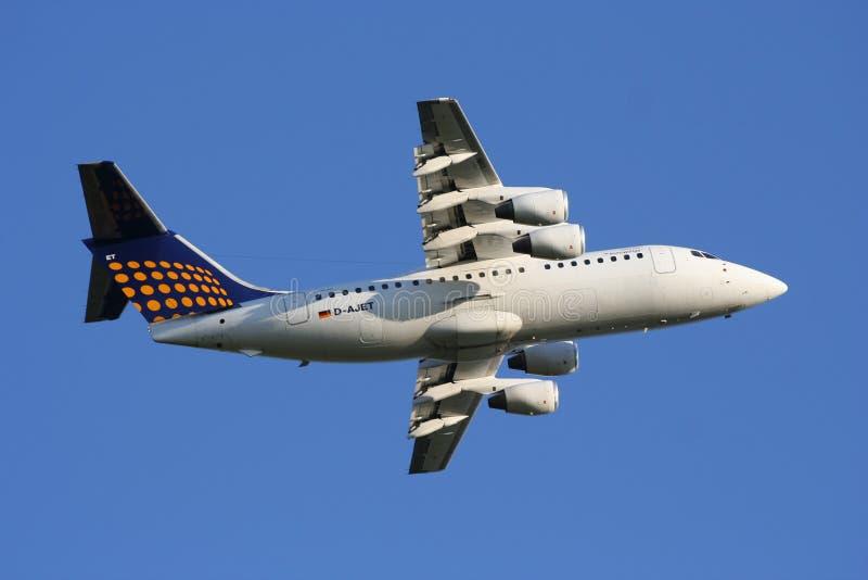 Avión de pasajeros regional de Lufthansa fotografía de archivo