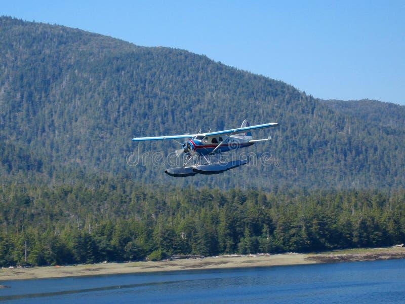Avión del flotador alrededor a la tierra fotos de archivo
