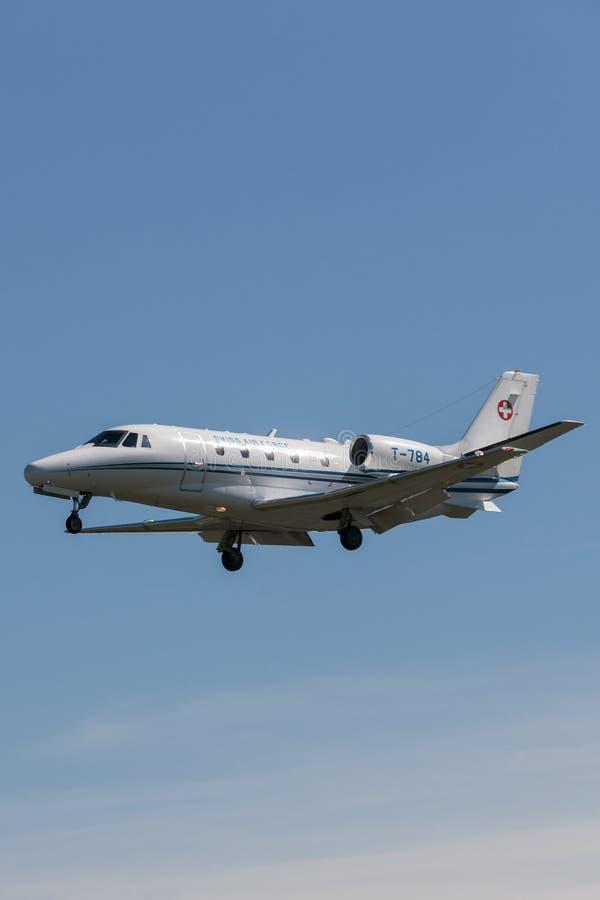 Aviões de jato suíços T-784 do negócio de Excel da citação de Cessna 560XL da força aérea foto de stock royalty free
