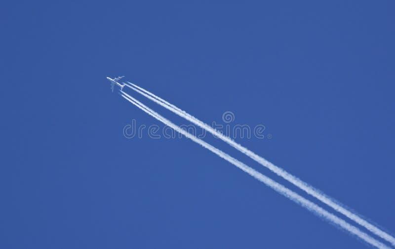 Aviões de jato - vôo - curso internacional imagens de stock