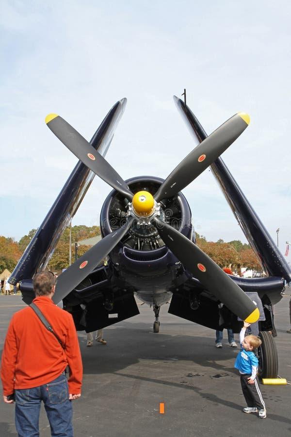 Aviões de lutador do Corsair da segunda guerra mundial no indicador fotografia de stock