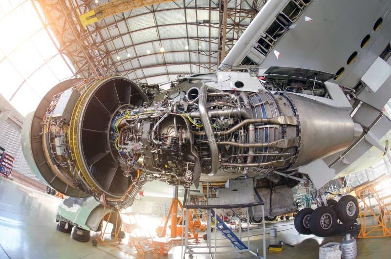 Aviões do motor sem uma capa, para o reparo, inspeção imagem de stock