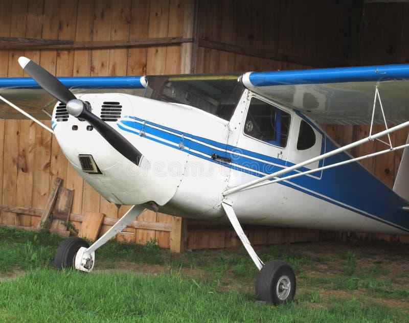 Aviões do vintage no gancho de madeira. imagens de stock