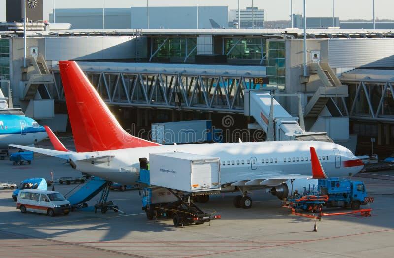 Aviões que descarregam a carga fotografia de stock