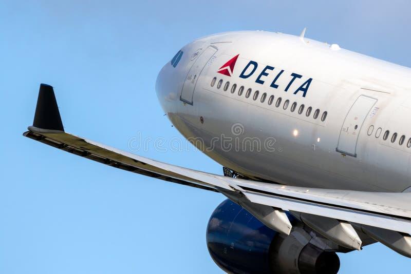 Avi?n de pasajeros de Delta Air Lines Airbus A330 foto de archivo libre de regalías