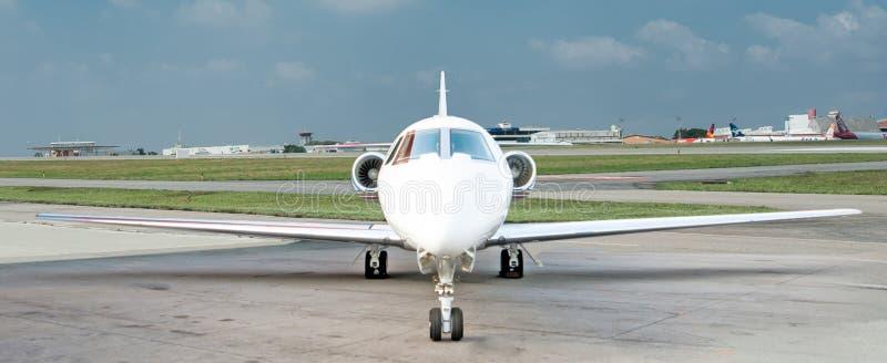 Aviación y jets ejecutivos de la turbina del alto rendimiento de los aeroplanos fotografía de archivo libre de regalías
