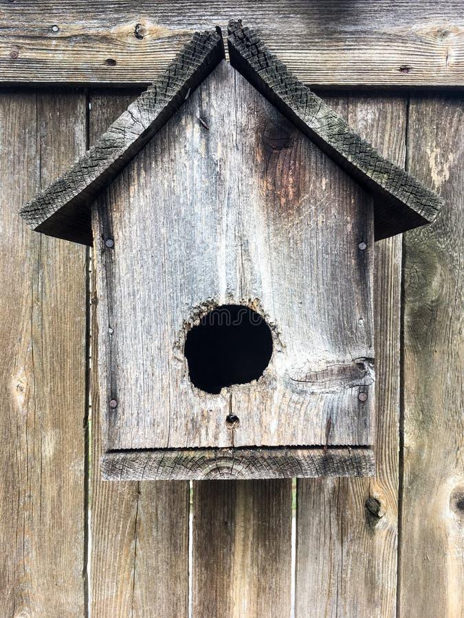 Aviario di legno rustico fotografia stock libera da diritti