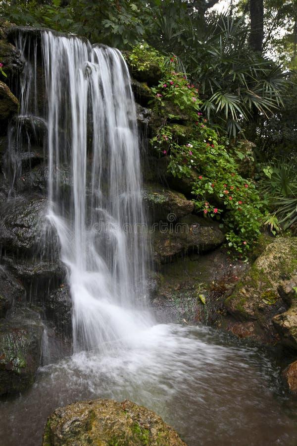 Aviary-Fälle - Regenbogen entspringt Nationalpark stockbild