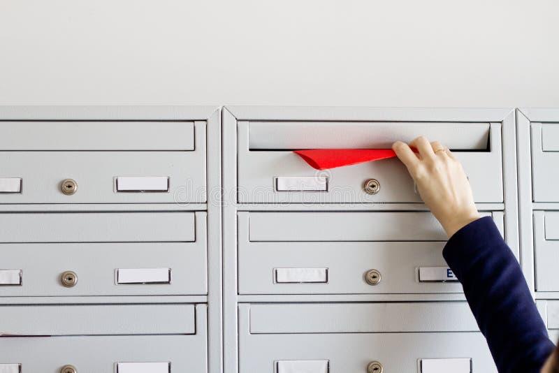 Aviateur dans la boîte aux lettres image stock