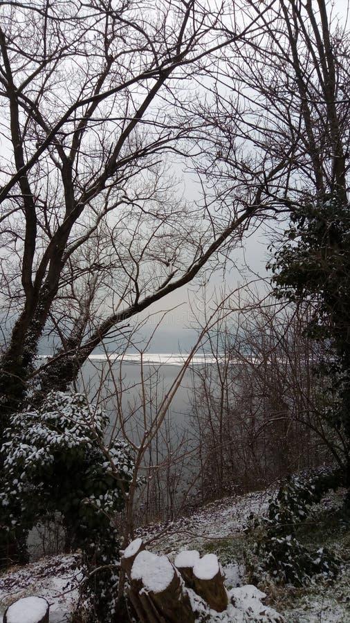 Avigliana sjö arkivfoto
