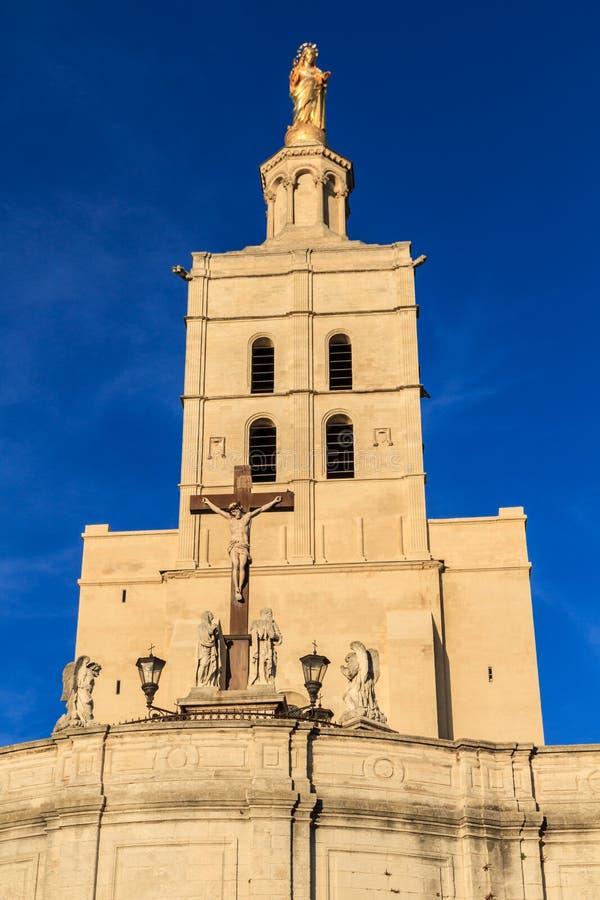 Avignon - le DES de dames de Notre couvre d'un dôme l'église image stock