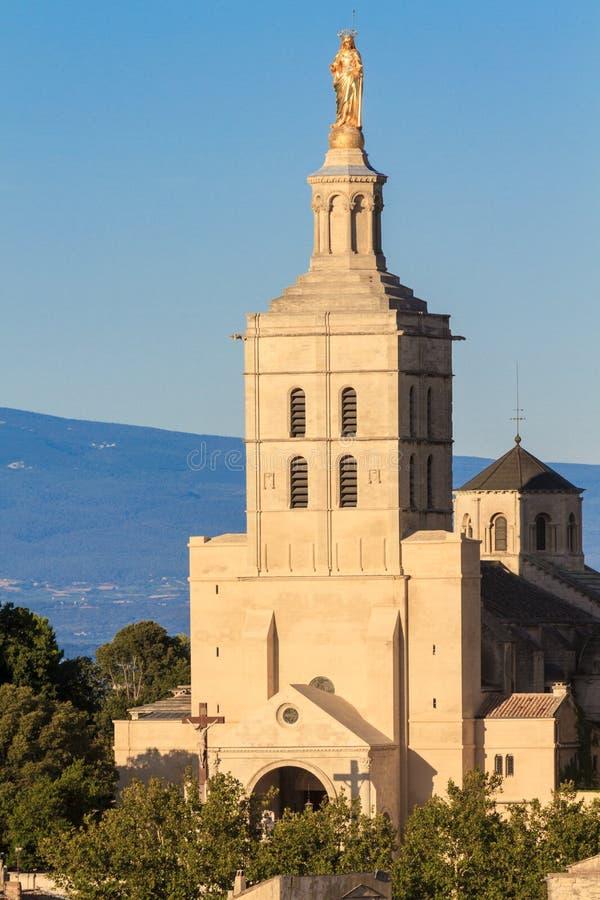 Avignon - le DES de dames de Notre couvre d'un dôme l'église images stock