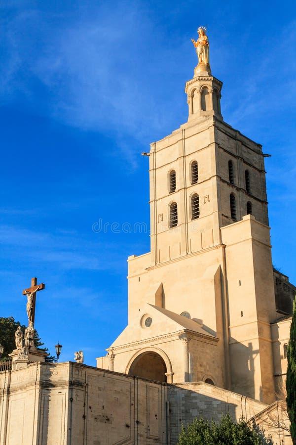 Avignon - le DES de dames de Notre couvre d'un dôme l'église, prouvée photos stock