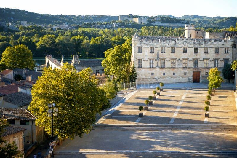 Avignon - Palais des Papes Påveslott i Avignon i en härlig sommardag, franc arkivfoto