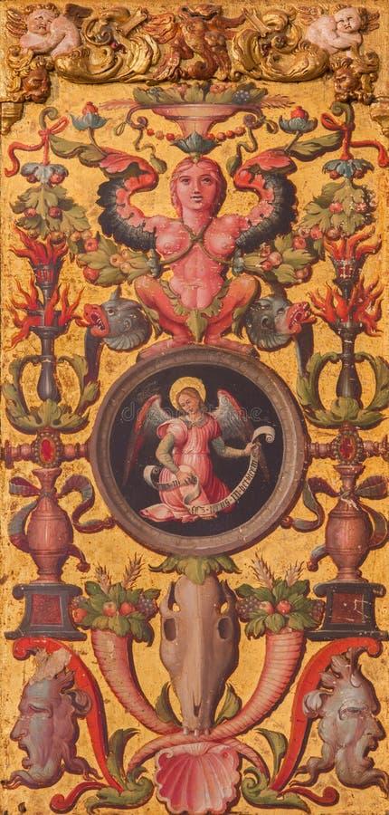 AVILA, HISZPANIA: Plateresque dekoracyjny drzwi w zakrystii Catedral De Cristo Salvador z symbolicznym st Matthew ewangelista obraz royalty free