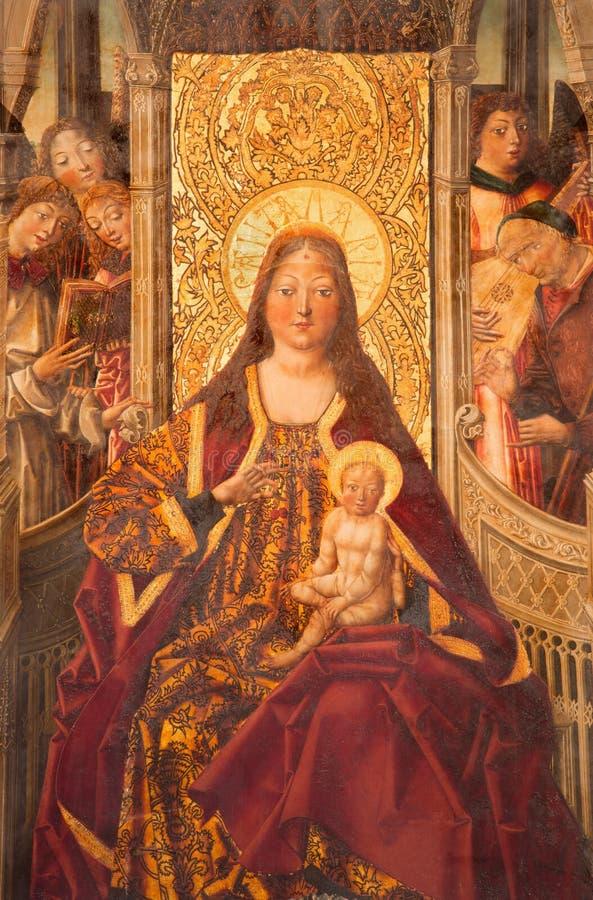 AVILA, SPANIEN: Madonna auf dem Thron in Catedral de Cristo Salvador in der Kapelle Capilla De Nuestra Senora De Gracia lizenzfreies stockfoto