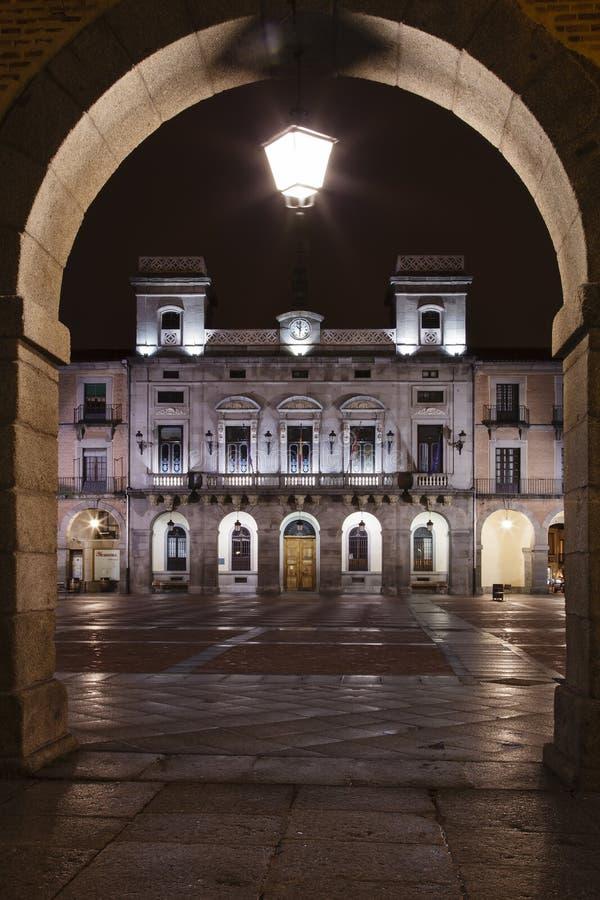 Download Avila Stadhuis bij nacht stock afbeelding. Afbeelding bestaande uit toerisme - 29508481