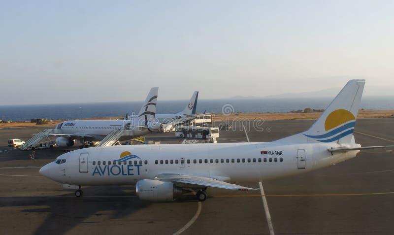 Aviolet Boeing 737 i heraklion royaltyfri bild