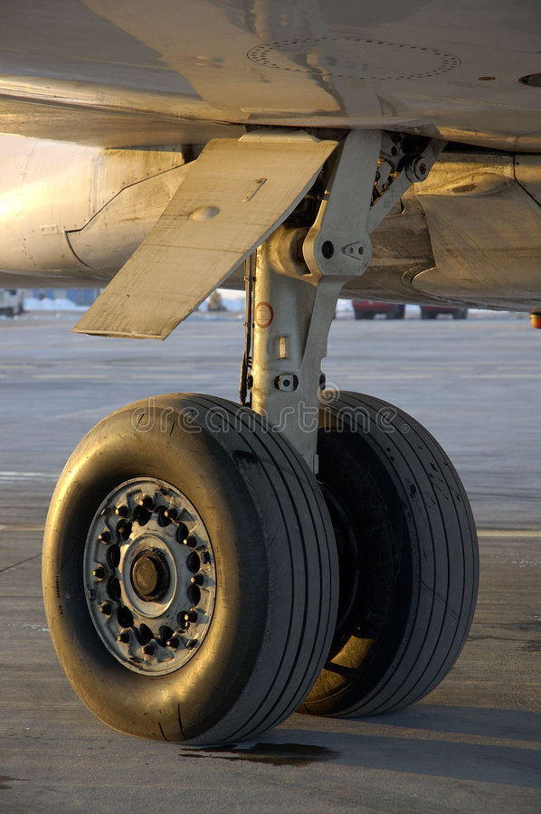 Avion à l'aéroport 13 images stock
