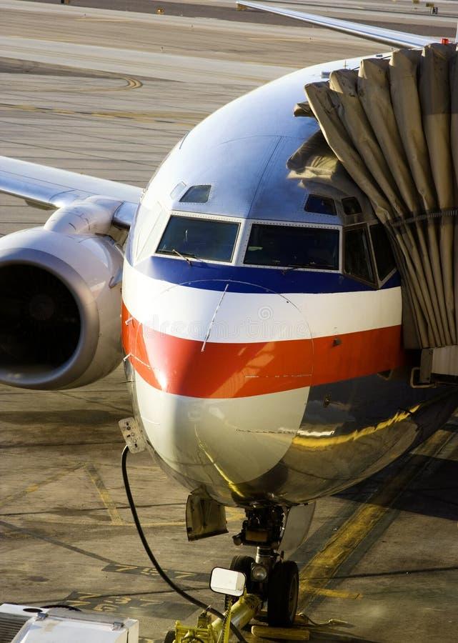Avion à la porte images libres de droits