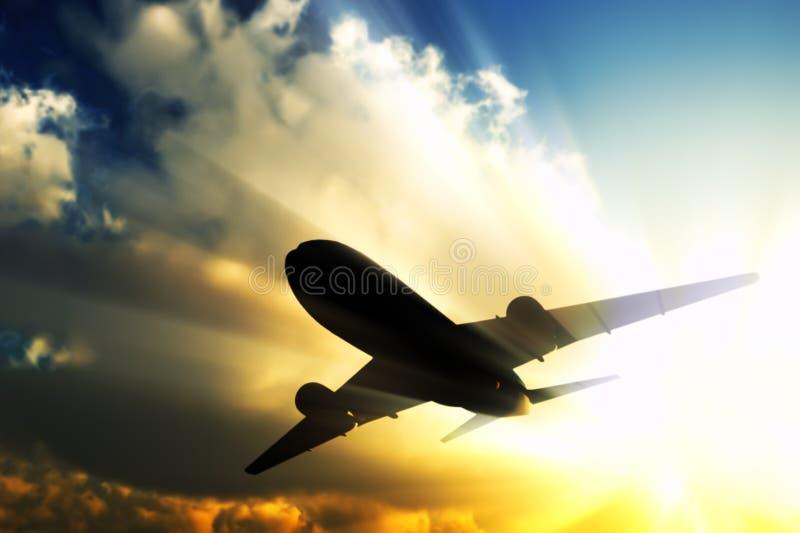 Avion à réaction dans la mouche. images libres de droits
