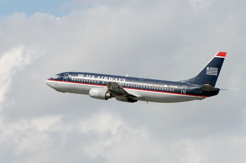 Avion à réaction de Boeing 737 de voies aériennes des USA en vol image libre de droits