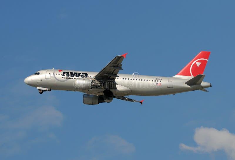 Avion à réaction de Northwest Airlines A-320 images libres de droits