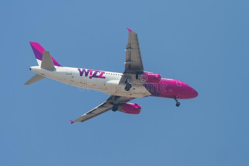 Download Avion image stock éditorial. Image du jetliner, hungary - 45355779