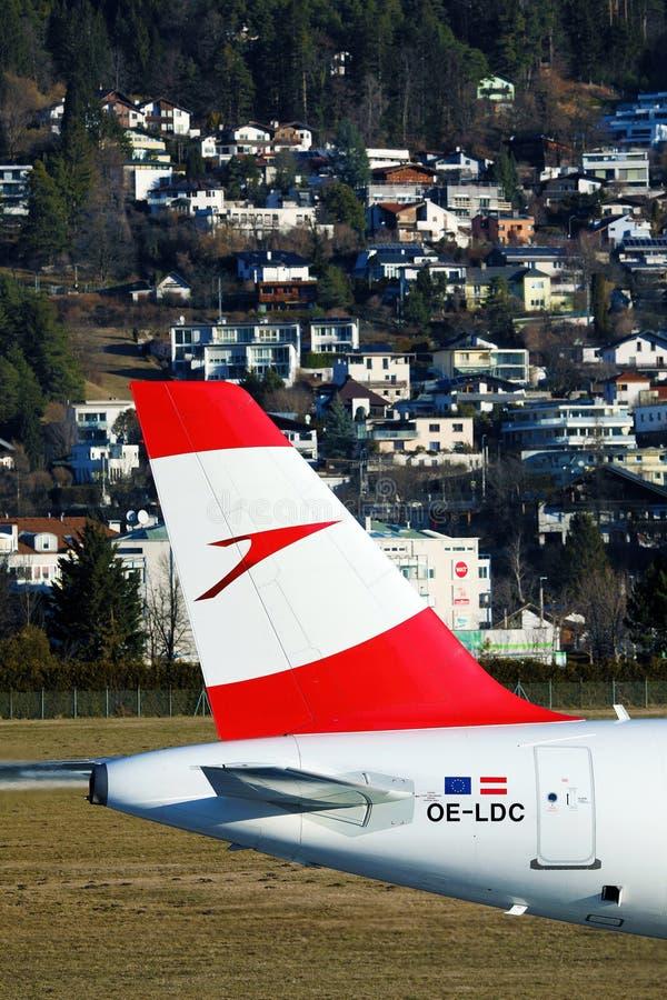 Avion Austrian Airlines à l'aéroport d'Innsbruck, INN image libre de droits
