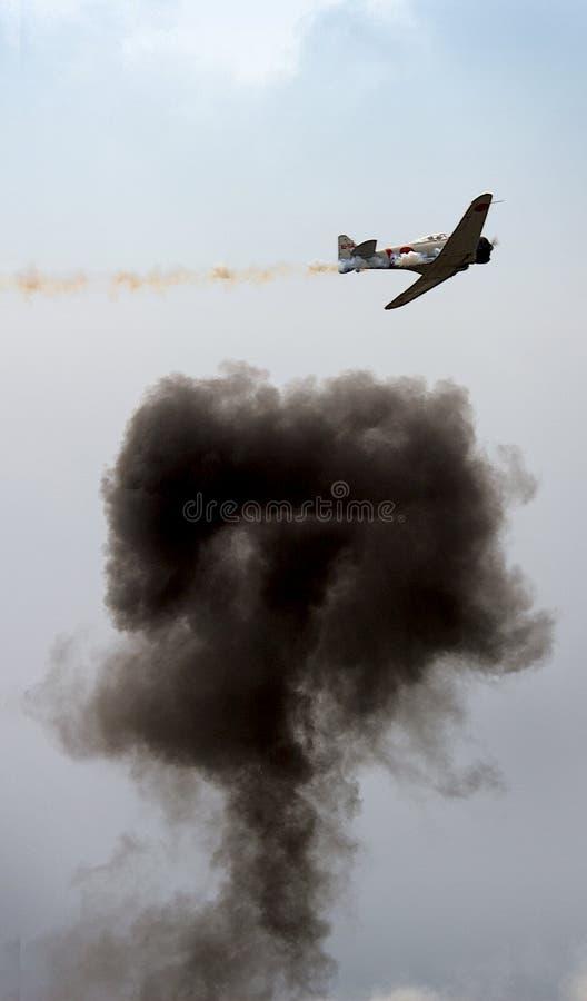 Avion avec l'explosion photos libres de droits