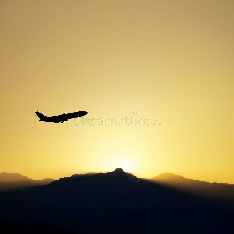 Avion commercial et coucher du soleil photographie stock libre de droits