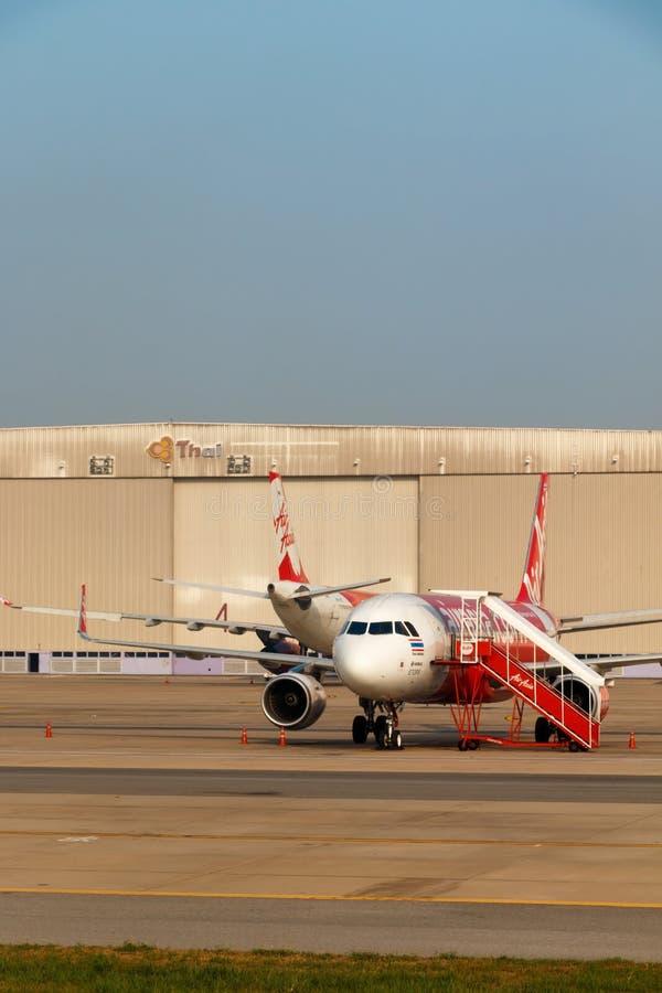 Avion d'Air Asia garé photos stock